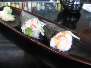 California and spicy scallop handrolls