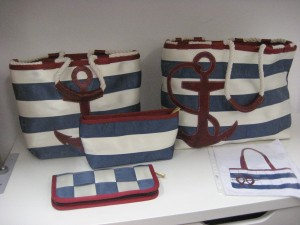New look: only horizontal seat belts and applique (Bon Voyage, Spring 2010)